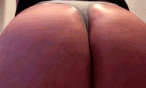 Cumming on mums butt